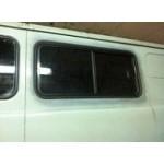 Окно УАЗ-452 салонное в панель с раздвижными стеклами